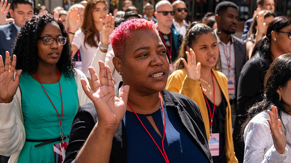 New U.S. citizens recite the the Oath of Allegiance during a naturalization ceremony at Rockefeller Center in New York City in September 2019. Photo: Drew Angerer/Getty Images.