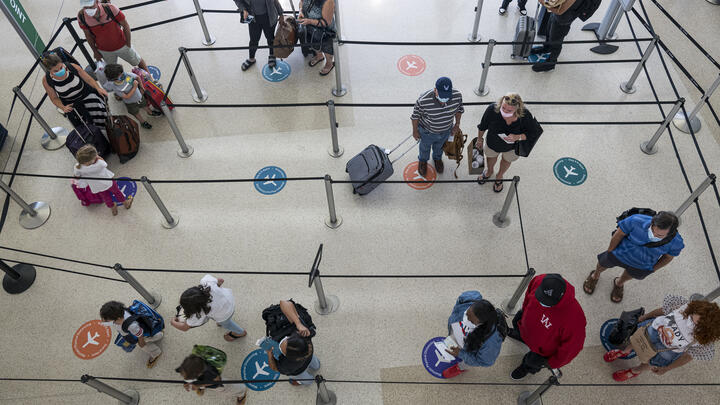 Travelers at San Francisco Airport on August 11, 2020. Photo: David Paul Morris/Bloomberg via Getty Images.