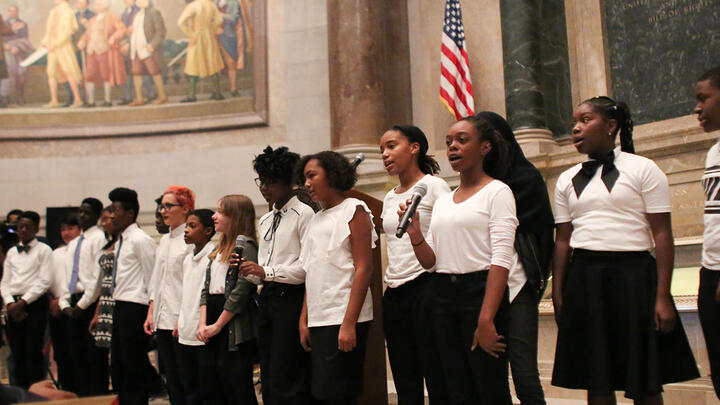 Students recite the Preamble to the Constitution during a naturalization ceremony at the National Archives in Washington, D.C., in 2017. Photo: Jeff Reed/National Archives/Flickr