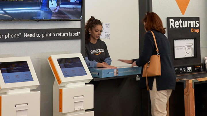 A customer returns a package at an Amazon Locker location in a Whole Foods Market grocery store in Lake Oswego, Oregon. Photo: Tada Images/Alamy Stock Photo.