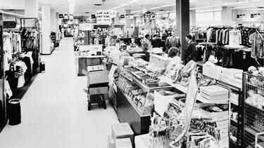 A Sears retail store in Lafayette, Louisiana, in 1981. Photo: Library of Congress.