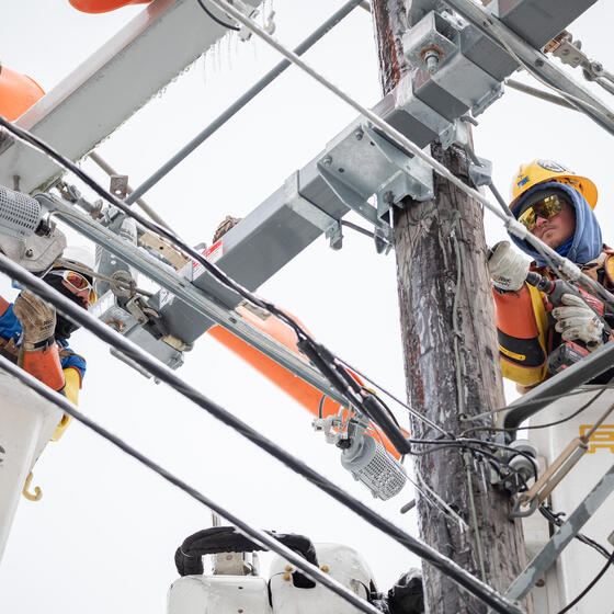 Workers repair a power line in Austin, Texas, on February 18, 2021. Photo: Thomas Ryan Allison/Bloomberg via Getty Images.